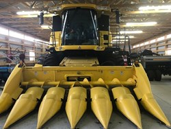 NEW HOLLAND CR6090