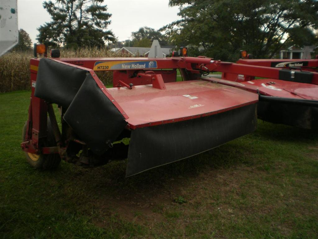 Used NEW HOLLAND H7230 $15,900.00