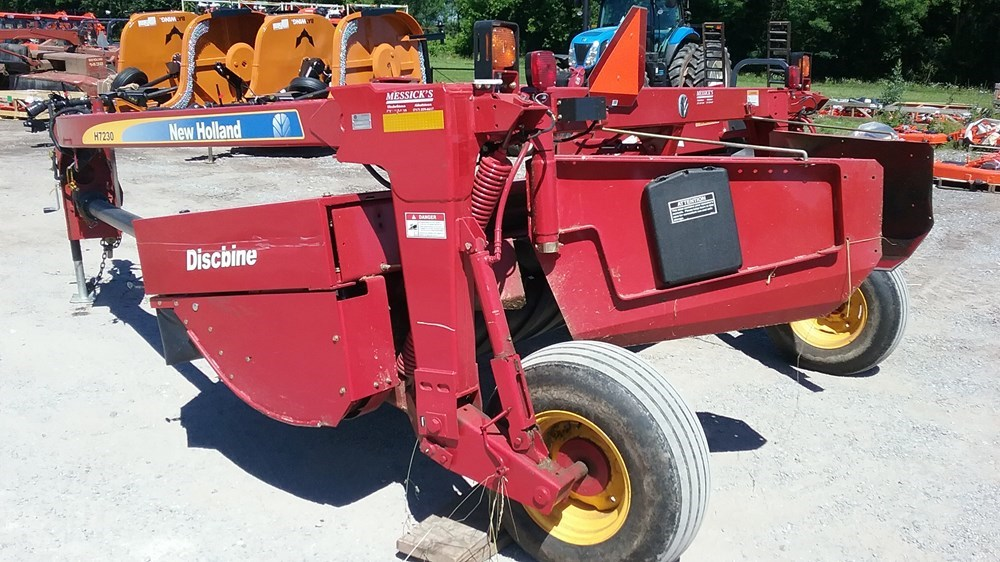 Used NEW HOLLAND H7230 $14,900.00