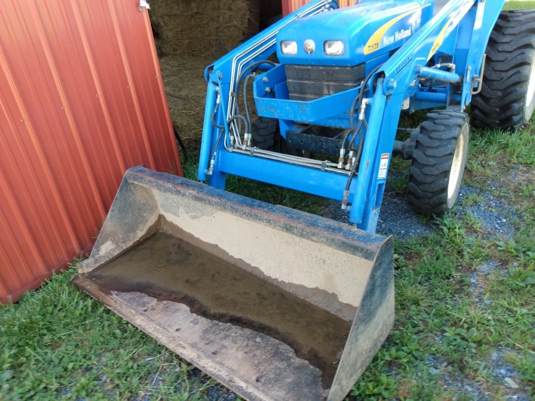 Used NEW HOLLAND T1520 $14,900.00