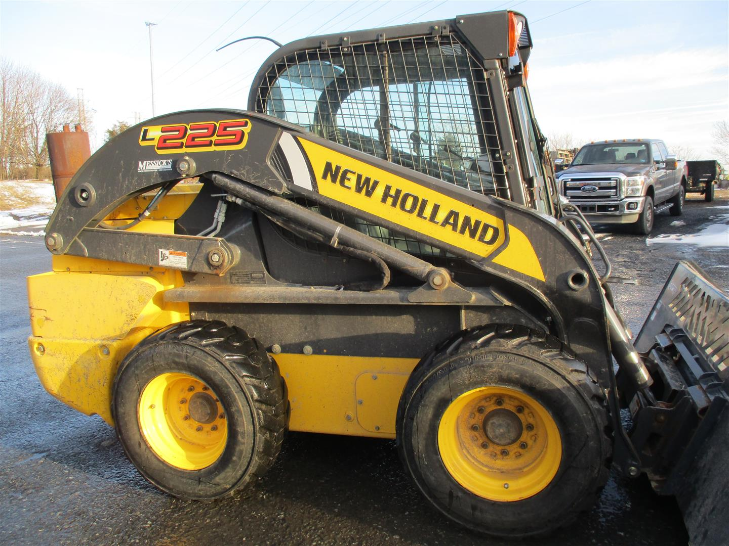 Used NEW HOLLAND L225 $34,900.00