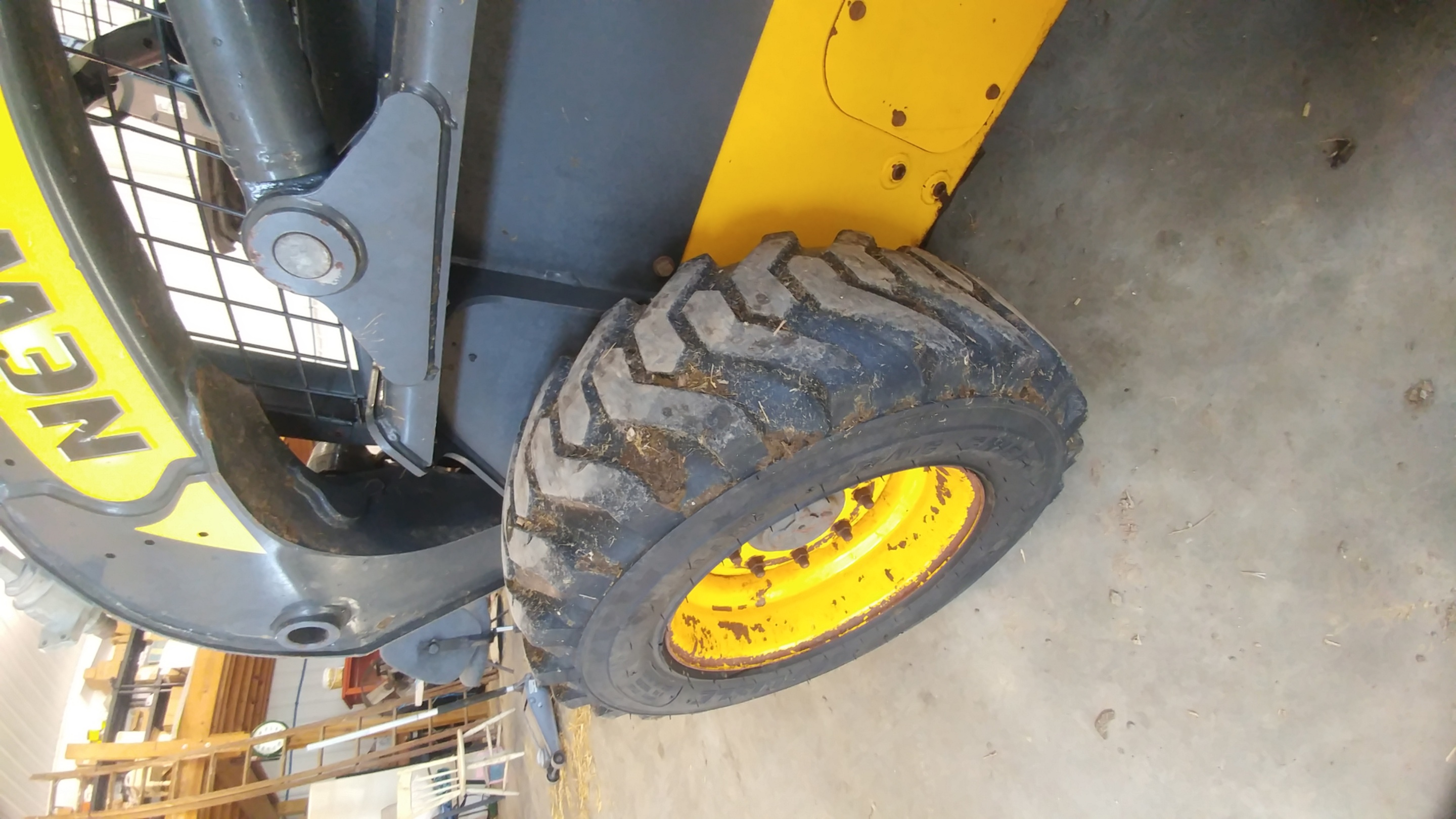 Used NEW HOLLAND L218 $11,500.00