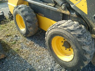 Used NEW HOLLAND L225 $18,900.00