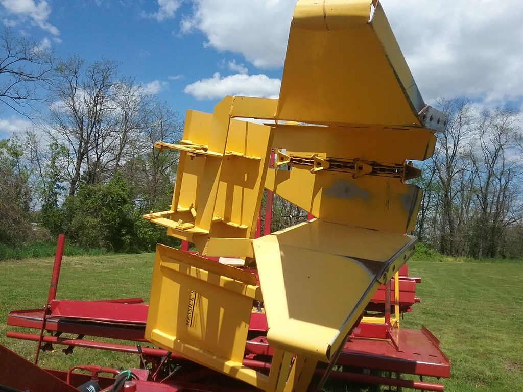 Used NEW HOLLAND 1037 $29,500.00