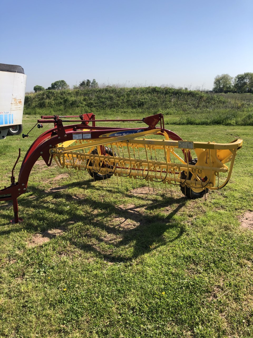 Used NEW HOLLAND 256 $3,950.00